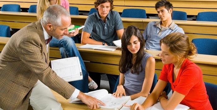 учитель и студенты